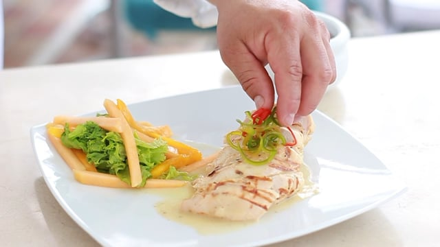 A cocinar: Pollo relleno con plátano y queso